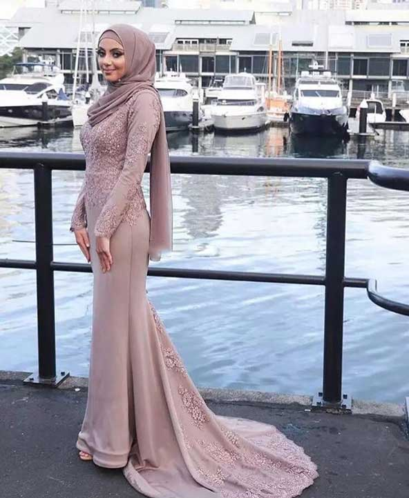 مدل لباس مجلسی جدید پوشیده دخترانه صورتی رنگ 2019 با دامن دنباله دار