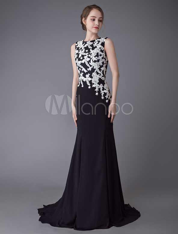 لباس گلدار مشکی ۲۰۲۱ مجلسی با طرح گل سفید