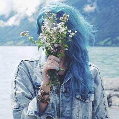 عکس بسیار زیبای دخترانه با گل برای اینستا