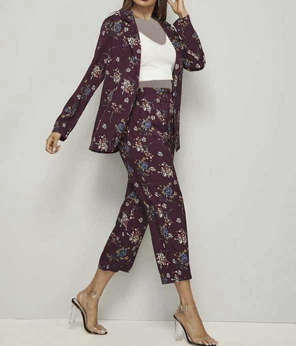 استایل زنانه بسیار شیک با کت شلوار گل گلی مدل جدید