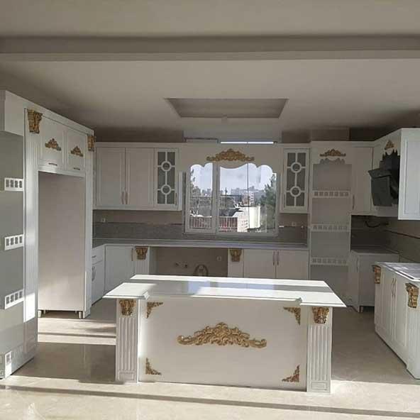 طرح کابینت آشپزخونه ممبران سفید طلایی برای خاص پسندان
