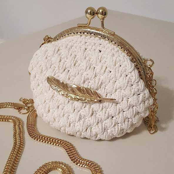 کیف دستی مدل صدفی با بند طلایی برای خانم های متفاوت