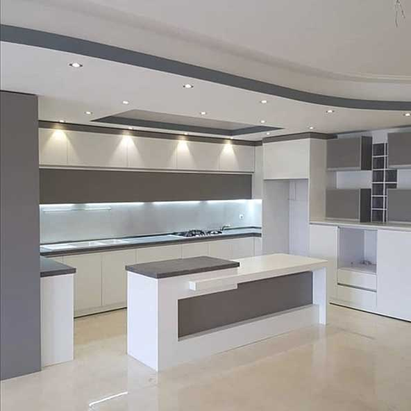 مدل کابینت آشپزخانه جدید های گلاس دو رنگ سفید و طوسی بسیار شیک