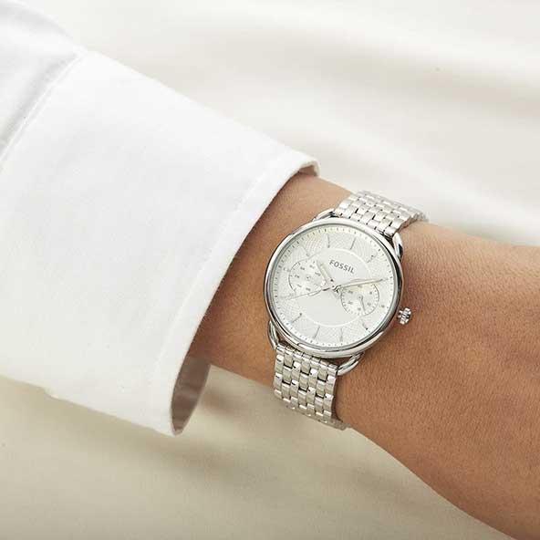 ساعت دخترونه با بند استیل فوق العاده شیک و صفحه سفید رنگ