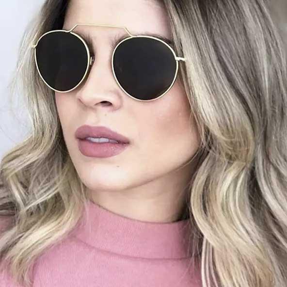 عینک مدل جدید با فریم و دسته طلایی رنگ