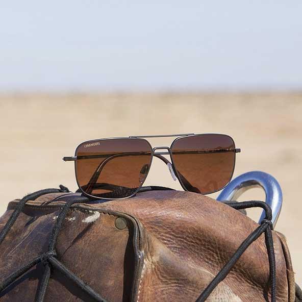 زیباترین عینکهای مردانه با دیزاین های ساده و لاکچری